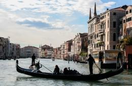venezia veneto italia gondole gondoliere lago paesaggio case turismo