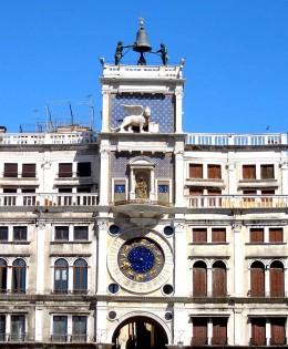venezia veneto italia torre dell'orologio monumento storico statue campanile